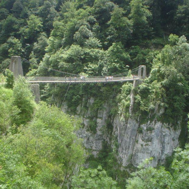 Viaja a Larrau en Francia y conoce el espectacular puente colgante Hotlzarte