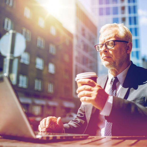 Jubilación activa: cobrar pensión y trabajar recibiendo ingresos sin límite es posible