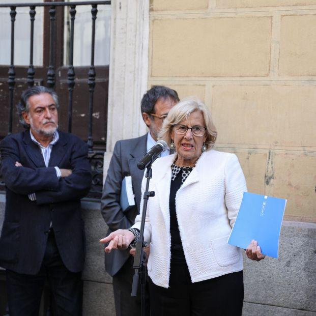 La alcaldesa en funciones Manuela Carmena (al micrófono)