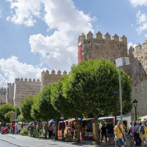 Mercados medievales: imagen del que se celebra en Ávila (Bigstock)