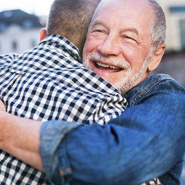 Cuidado con el timo del 'abrazo cariñoso', cuyas principales victimas son los mayores