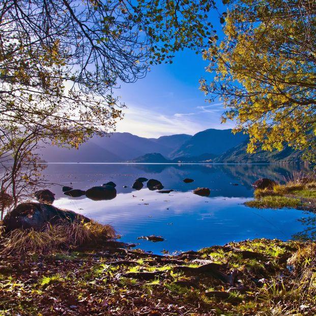 El lago Sanabria, la mayor superficie lacustre de España, un paraíso para el turismo activo