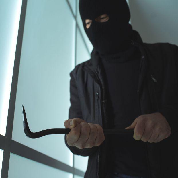 Descubre qué dispositivos pueden cuidar de tu casa cuando no estás de un robo en casa