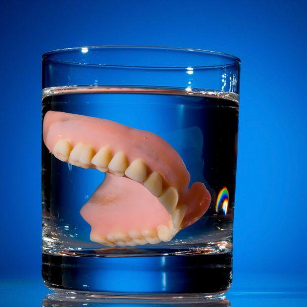 qué dentífrico utilizar si llevas prótesis?