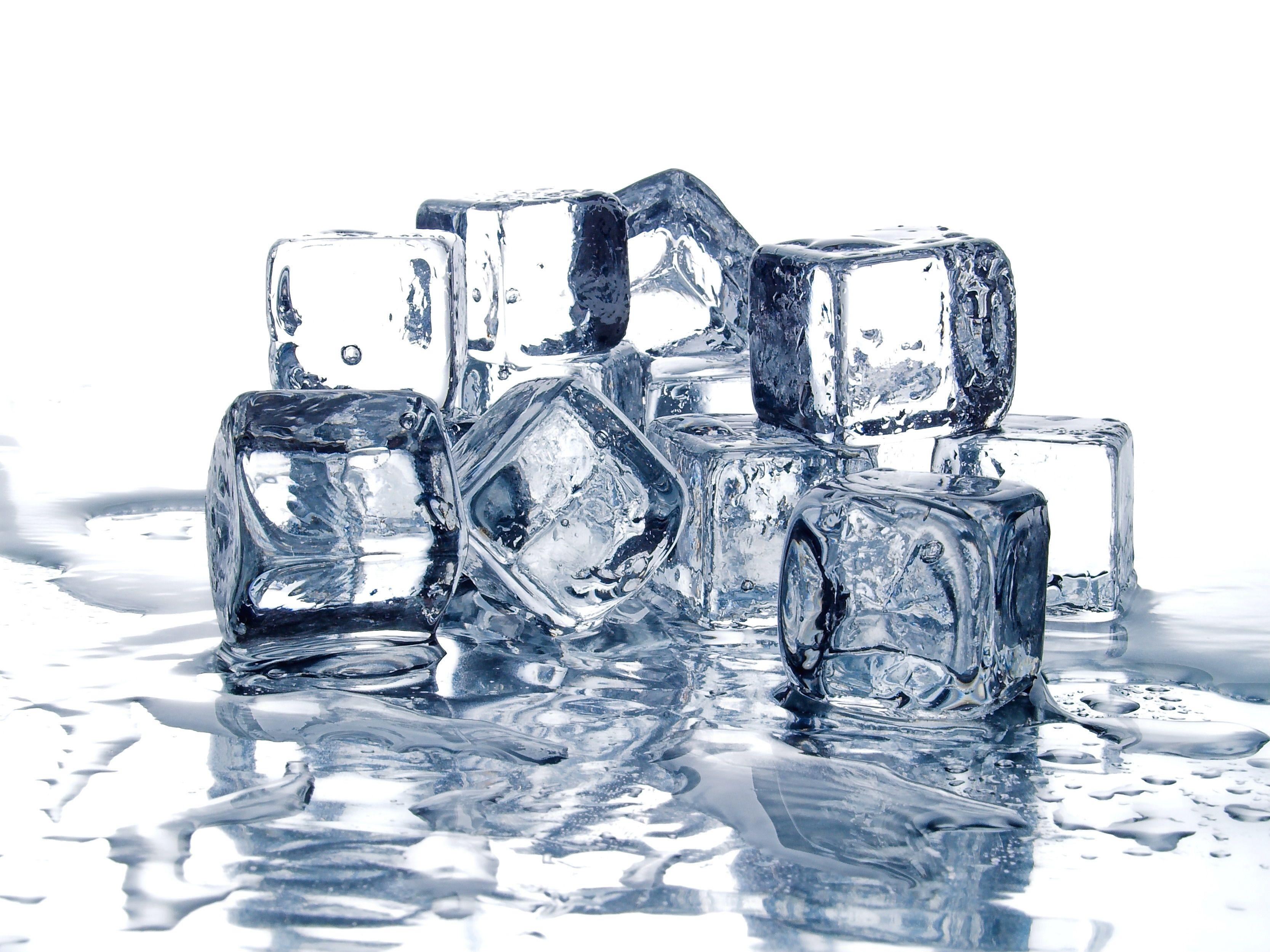 Así puedes hacer cubitos de hielo como los de los bares