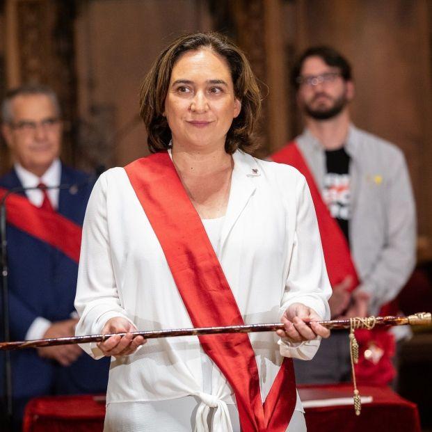 La alcaldesa de Barcelona Ada Colau al ser reelegida en la sesión constitutiva del Ayuntamiento de Barcelona