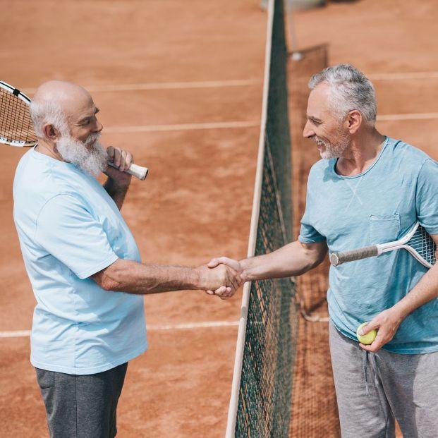 Beneficios de jugar al tenis con más de 60 años