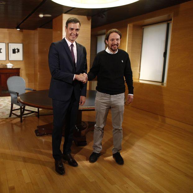 El presidente del Gobierno en funciones Pedro Sánchez y el secretario general de Unidas Podemos Pablo Iglesias en el Congreso de los Diputados