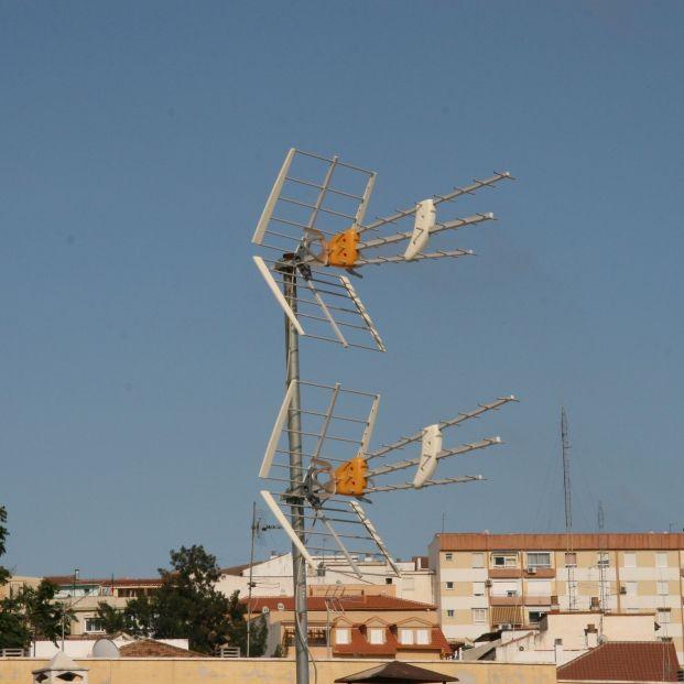 El Gobierno ayudará con entre 104 y 677 euros a las comunidades para cambiar las antenas de TV