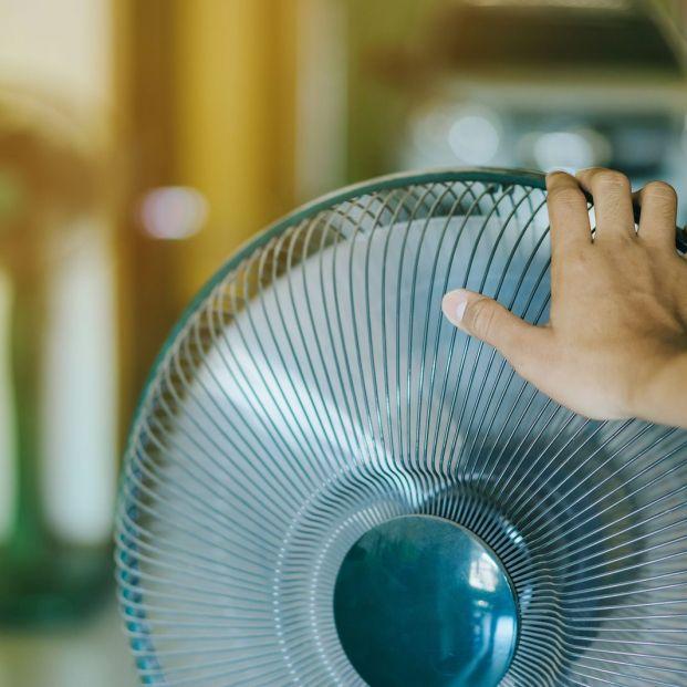 Combate el calor con estos trucos para enfriar el aire del ventilador