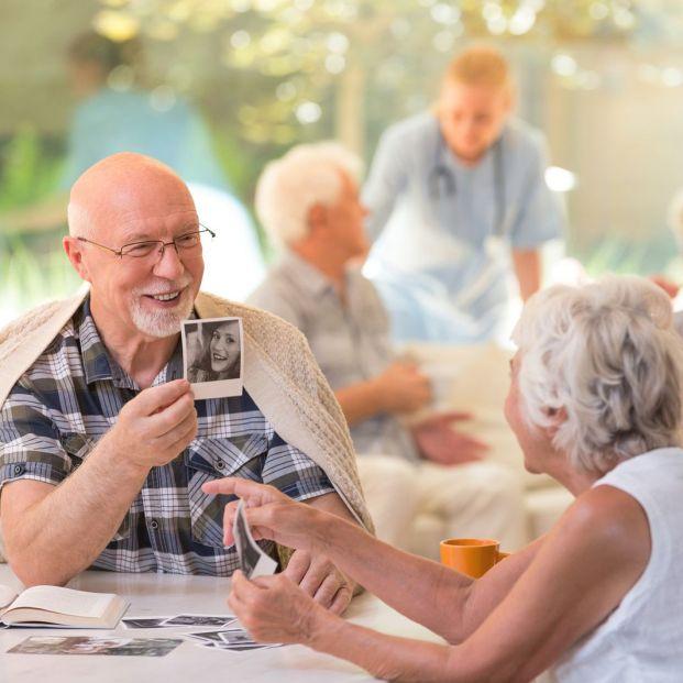 Nueva guía de Alzheimer dirigida a cuidadores con pautas de comunicación y conducta
