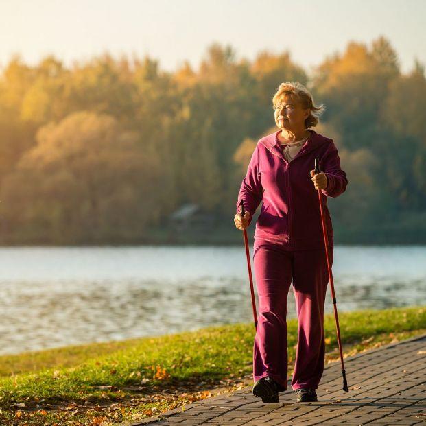 El riesgo de muerte en mujeres mayores disminuye al realizar 7.500 pasos diarios