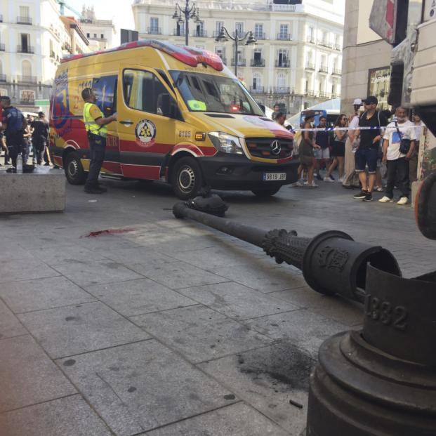 Herida grave una mujer de 60 años tras caerle encima una farola en la madrileña Puerta del Sol