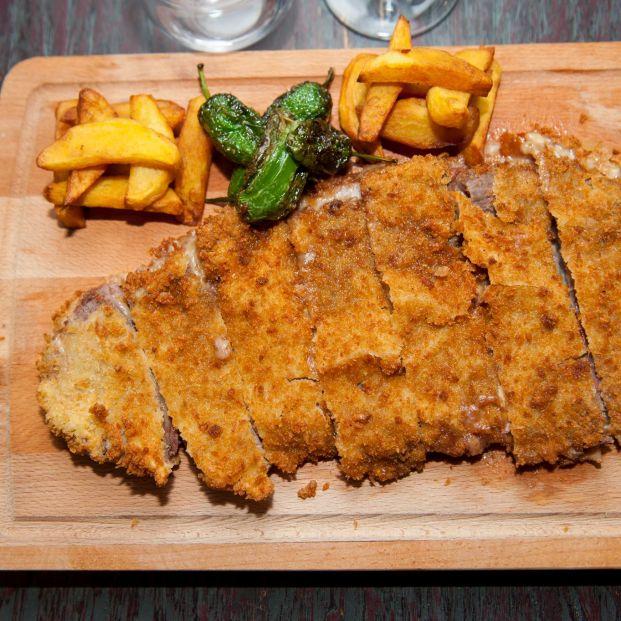Uno de los mejores cachopos de Madrid, La Charca (Foto: web restaurante)