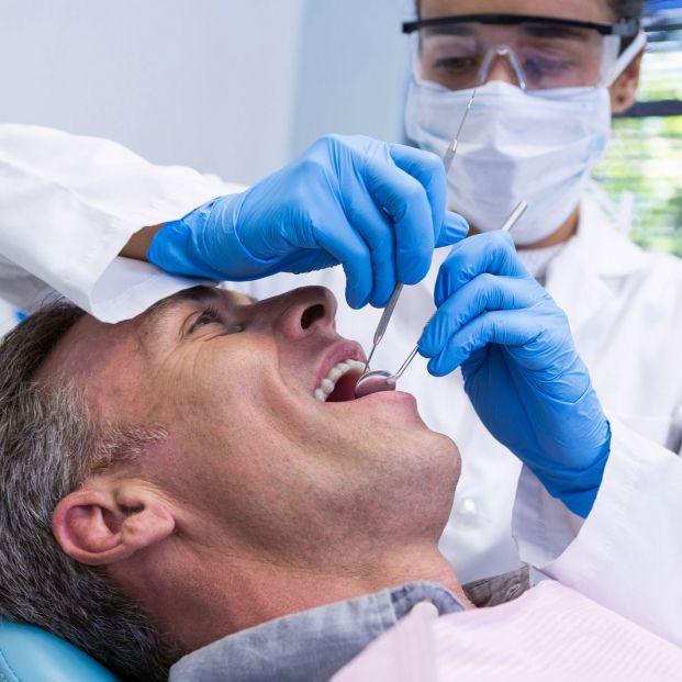 ¿Por qué las personas mayores pierden sus dientes? Una afección llamada edentulismo