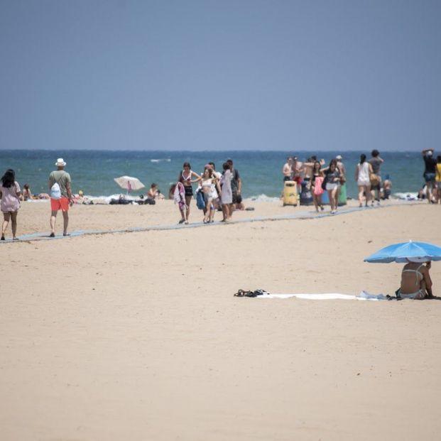 Cerradas al baño las playas de la Malva-rosa y de la Devesa por restos fecales