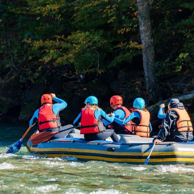 Descenso de ríos, rafting (bigstock)