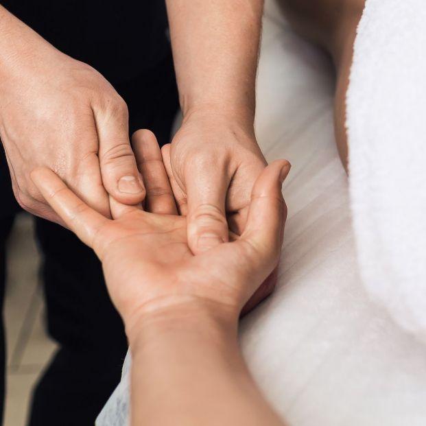Pérdida de movimientos en los dedos, ¿cómo solucionarlo  (big stock )
