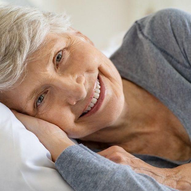 La postura al dormir influye en las arrugas en el escote