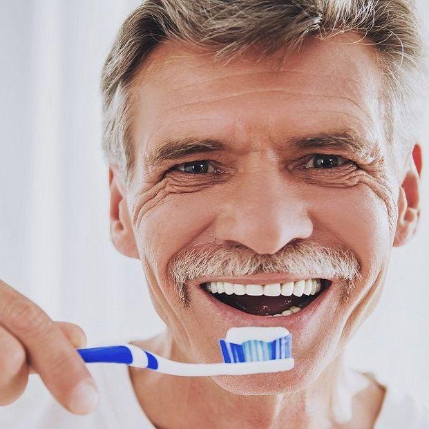 La higiene es vital en la salud bucodental de las personas mayores
