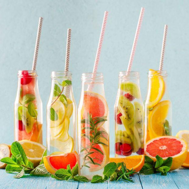 Bebidas saludables que puedes tomar fresquitas en verano