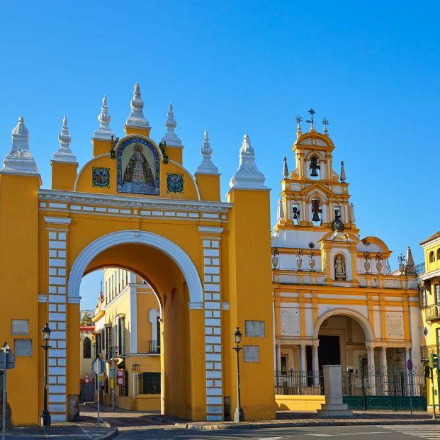 Puerta de la Macarena en Sevilla, la ciudad con más iglesias de España
