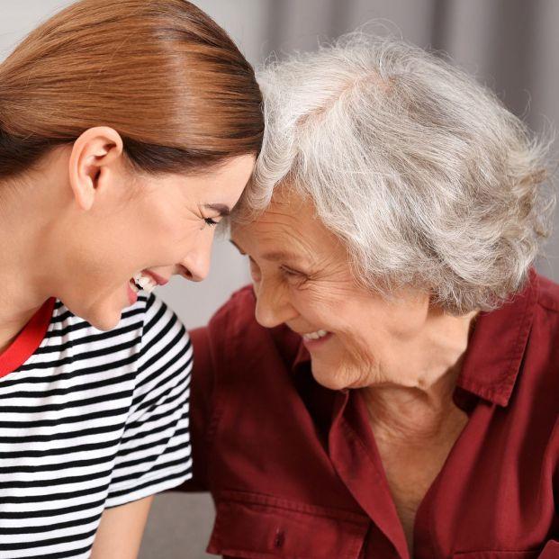 ¿Cómo mejorar la comunicación con una persona que sufre enfermedad de Alzheimer?