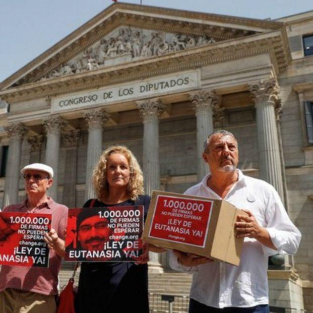 Más de un millón de firmas por la despenalización urgente de la eutanasia