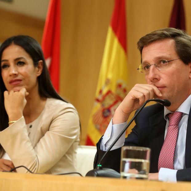 El alcalde de Madrid José Luis Martínez Almeida y la vicealcaldesa de la capital Begoña Villacís comparecen en rueda de prensa tras la Junta de Gobierno municipal