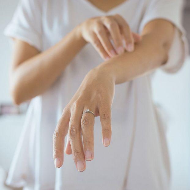 Consejos para paliar los síntomas de la dermatitis atópica (Bigstock)