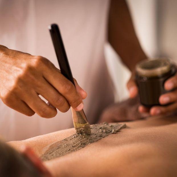 ¿Qué es la peloterapia? El tratamiento de barros curativos para cuidar nuestro cuerpo