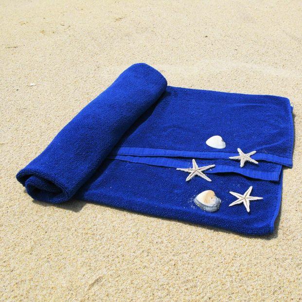Toalla o esterilla, las mejores opciones para ir a la playa para personas mayores