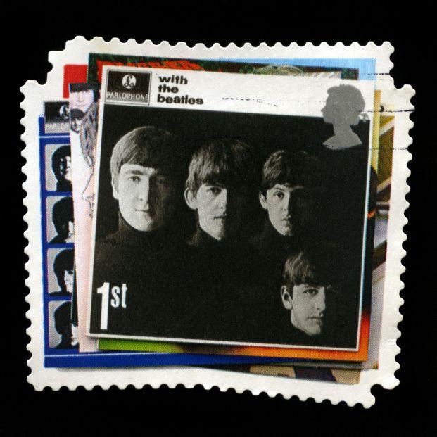 Postal británica de los Beatles (BigStock)