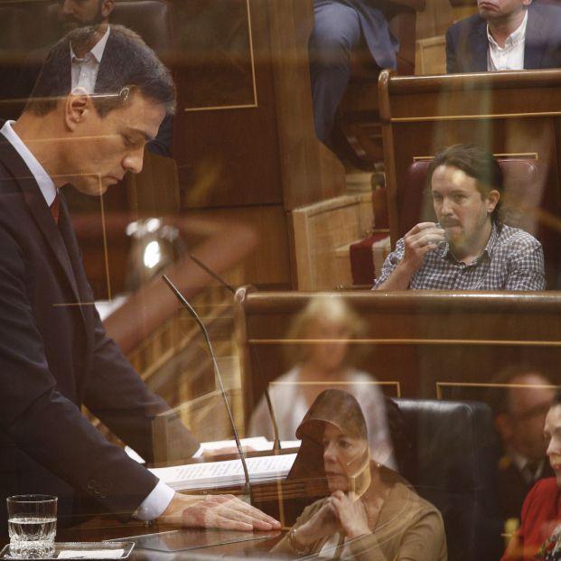Pedro Sánchez y Pablo Iglesias en la sesión de investidura