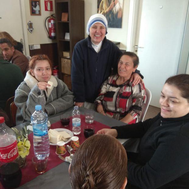 Los voluntarios del Padre Felipe Simón