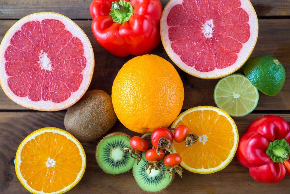 La carencia de vitamina C origina el escorbuto