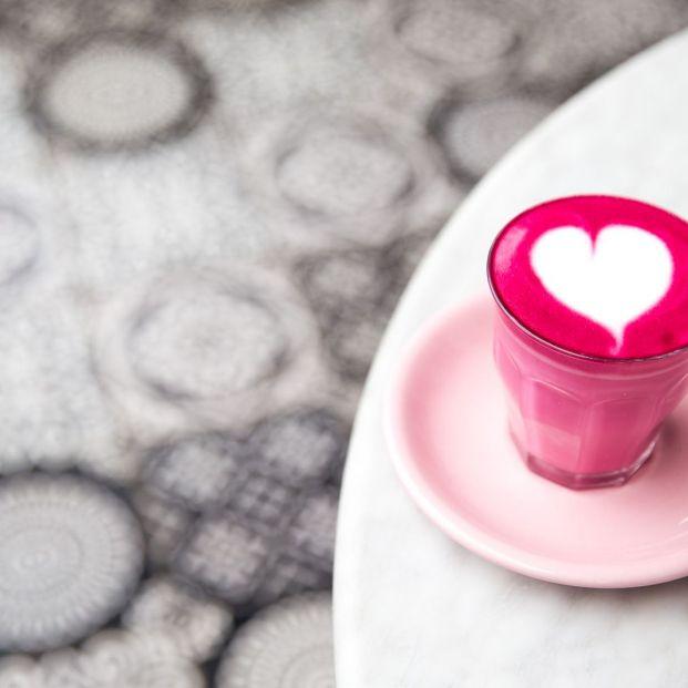 ¿Conoces el café rosa? La nueva moda llega a tu taza