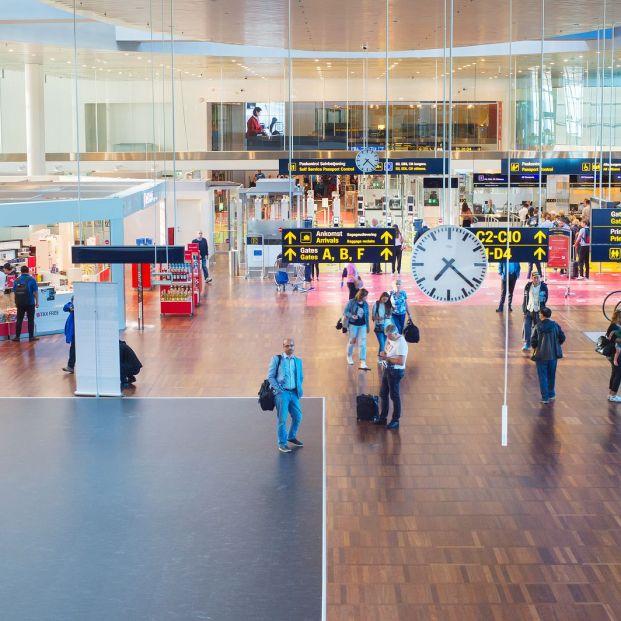 Pasos que debes dar antes de viajar a un país fuera de la UE y consejos imprescindibles; Hall del Aeropuerto de Copenhague