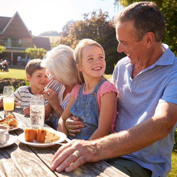 Beneficios de que los nietos pasen el verano con los abuelos