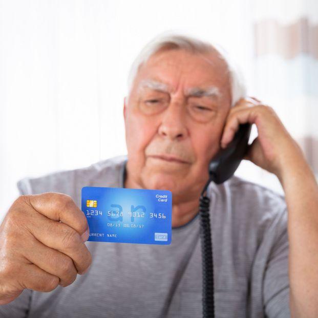 Un director de un banco estafa 500.000 euros a un mayor de 90 años con alzhéimer