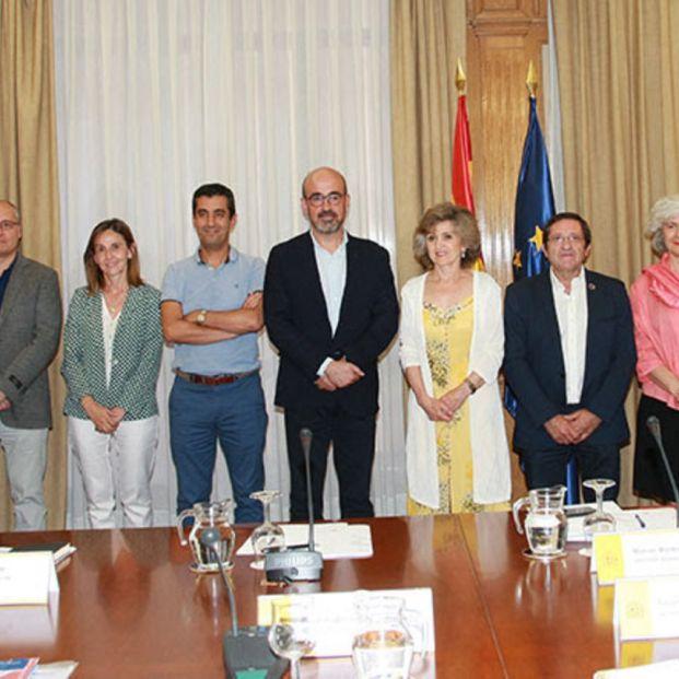 La ministra de Sanidad se ha reunido con la Sociedad Española de Geriatría y Gerontologíad