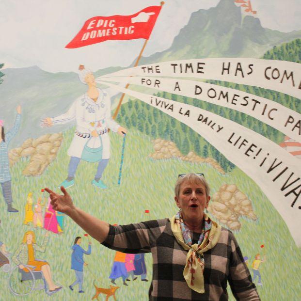 La artista Bobby Baker expone su último proyecto, 'Epic Domestic'.