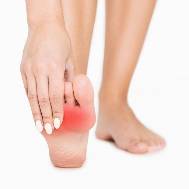 ¿Te duelen las almohadillas de los pies? Puedes padecer metatarsalgia