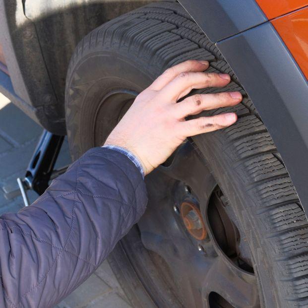 El truco de la moneda que te evitará una multa de Tráfico (neumático)