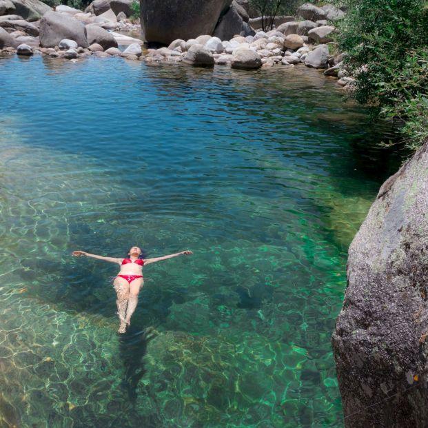 Bañarte en agua fría con precaución te levanta el ánimo