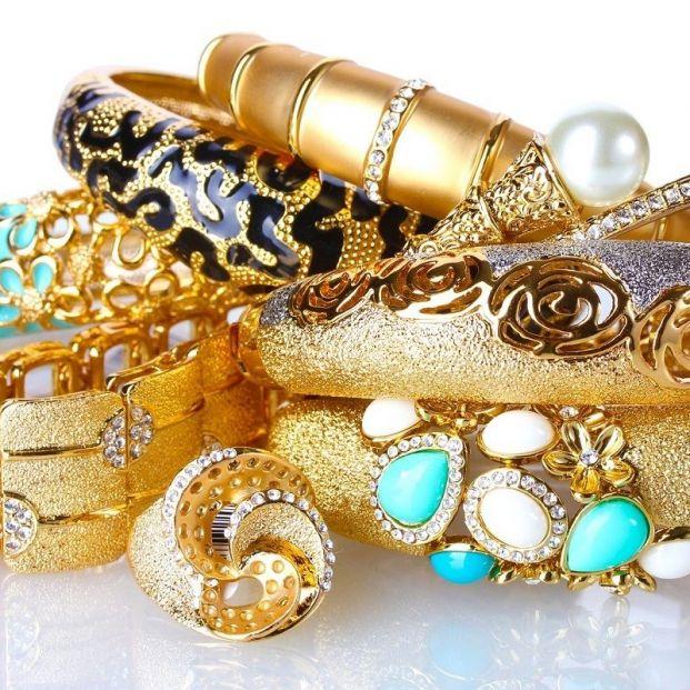 Los montes de piedad conceden créditos a cambio de empeñar joyas.