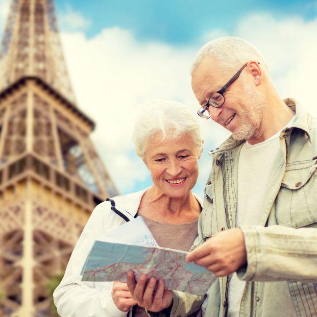 ¿En qué países europeos tienes más fácil comunicarte en inglés? Turistas en la Torre Eiffel
