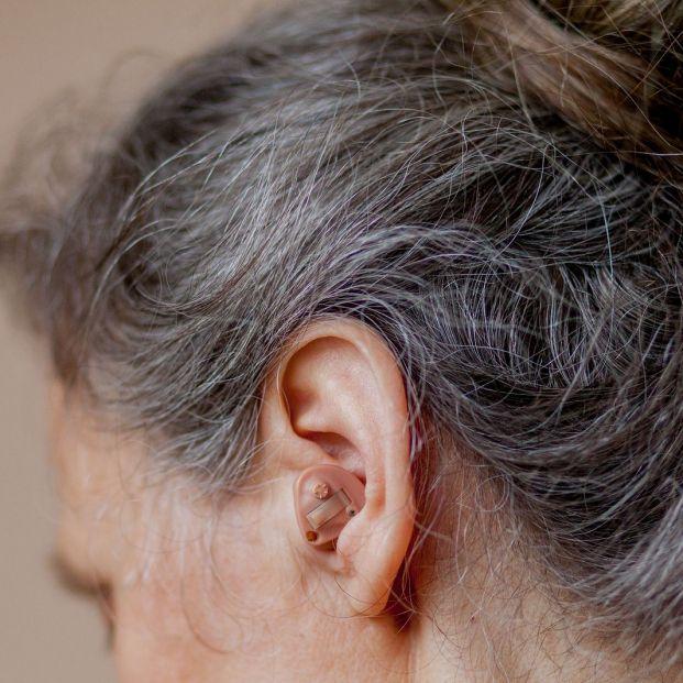 ¿Sabías que el uso de audífono puede reducir el riesgo de demencia en mayores?