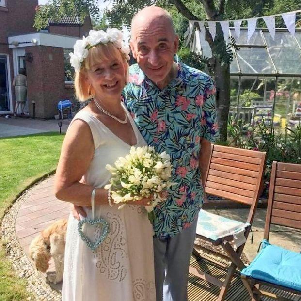 Un hombre con demencia se vuelve a casar con su esposa
