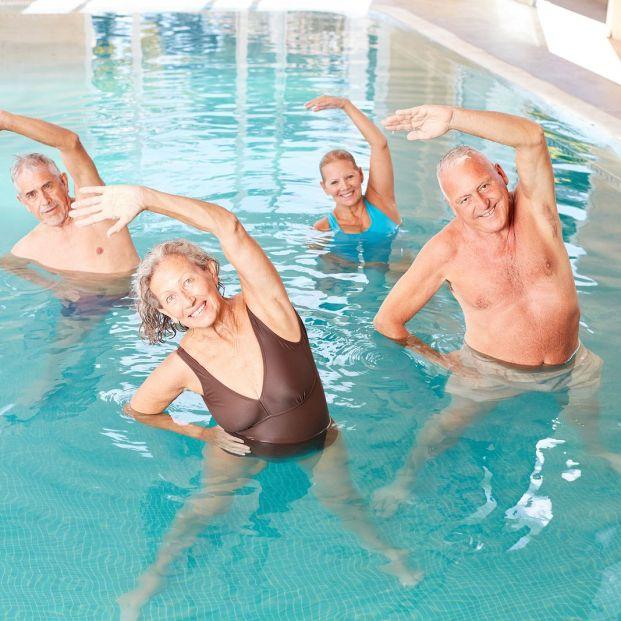 Ejercicios en el agua para fortalecer nuestra cadera